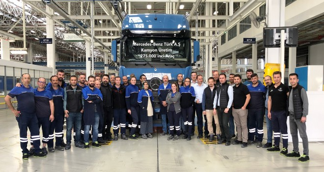 Mercedes-Benz Türk Aksaray Kamyon Fabrikası'nda 275.000'inci Kamyon Banttan İndi