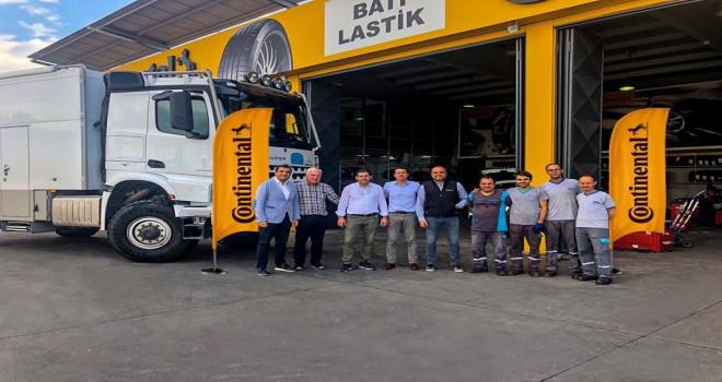 Alman Gezgin, Lastiklerini Değiştirmek İçin Binlerce Km Yol Yapıp İzmir'e Geldi